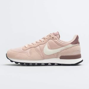 New* Nike Women's Internationalist Size 11
